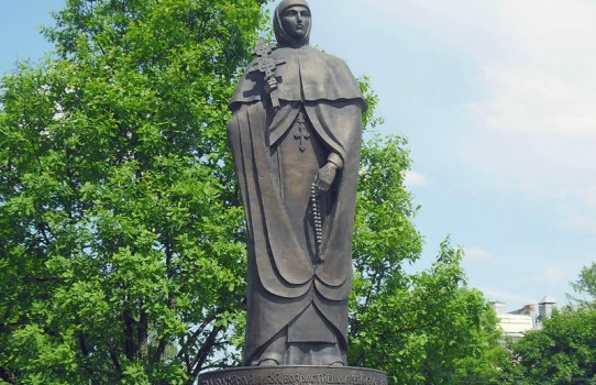Памятник Ефросинии Полоцкой в Полоцке
