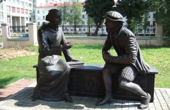 Памятник Симону Будному и Василию Тяпинскому в Минске (около БГУ)