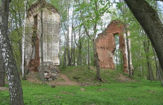 Руины дворца Тышкевичей в Логойске