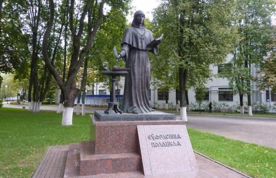Памятник Ефросиньи Полоцкой в Минске (у БГУ)